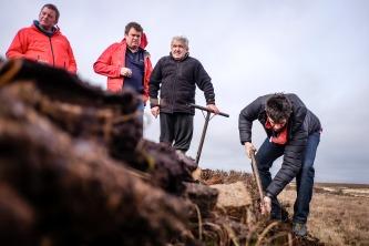 cutting peat